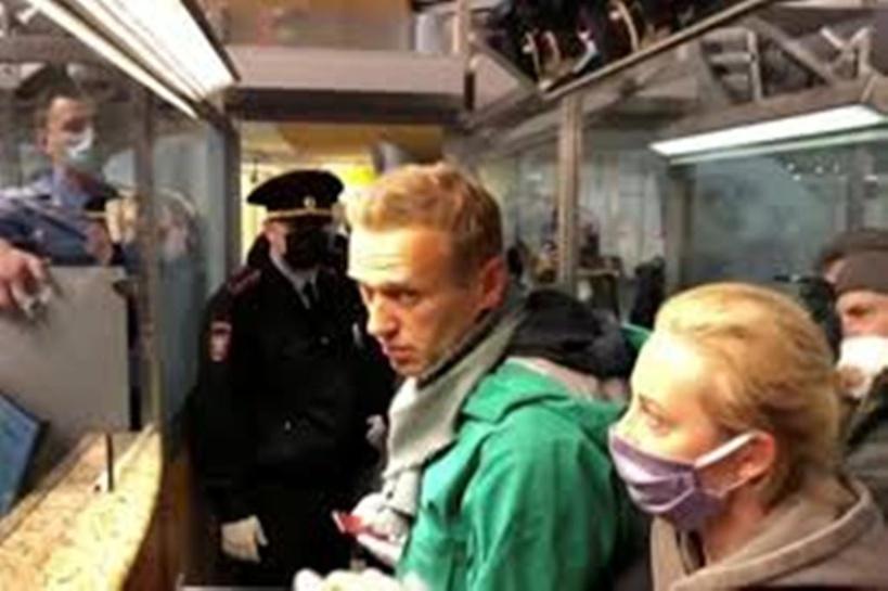 Russie: après son arrestation, Navalny dénonce une «parodie de justice»