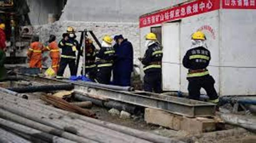 Chine : 11 mineurs secourus après deux semaines coincés sous terre