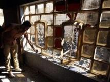 Maison soufflée par une explosion dans un quartier à majorité chiite de la banlieue de Bagdad, le 19 mars 2013.