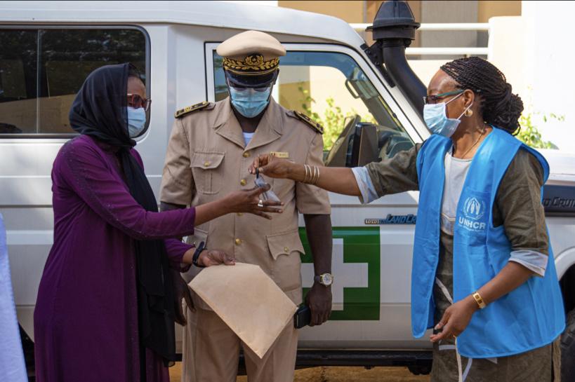 Santé: le HCR équipe le bloc opératoire du District de Podor et offre une ambulance au Poste de Matam