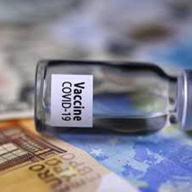 Passe-droits et vaccins anti-Covid: des affaires qui passent mal