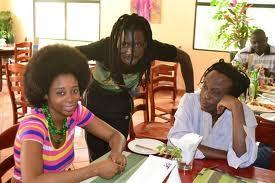 Adiouza lors de la présentation de son 2ème album « Li ma done » : « Je m'interdis de juger ce gouvernement en un an, mais… »