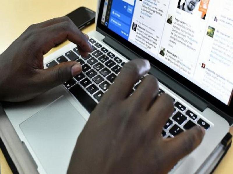 Régulation des réseaux sociaux ou musèlement de la liberté d'expression: les spécialistes s'expriment
