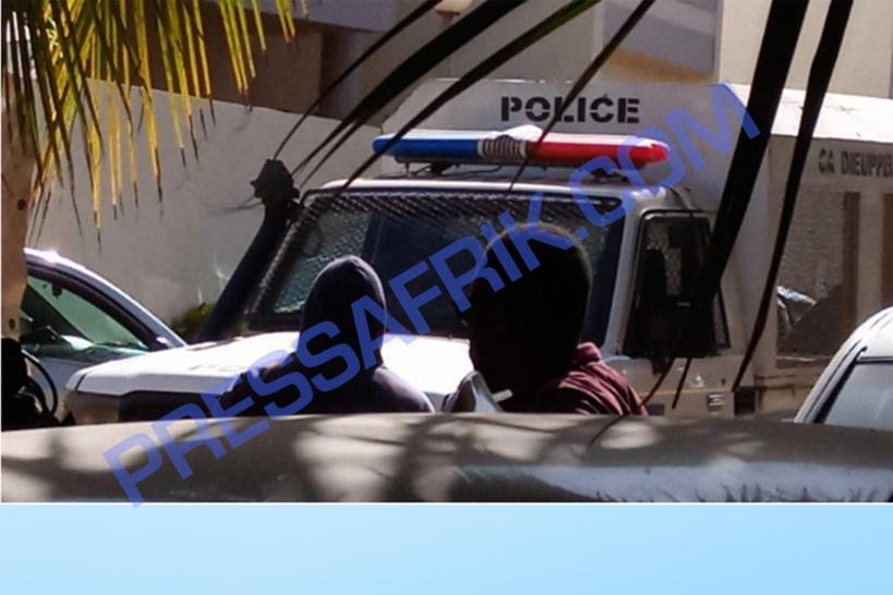 La police débarque chez Ousmane Sonko (Vidéos et Images )