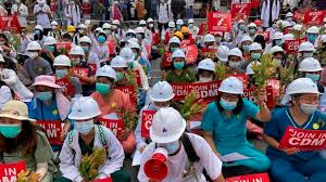 « Où est la justice ? », « Stop terrorisme », « Combien de vies doivent être prises avant que le monde réagisse ? », pouvait-on lire sur les réseaux sociaux birmans. La jeunesse, qui n'a jamais connu les brutalités d'un régime policier, est sous le c