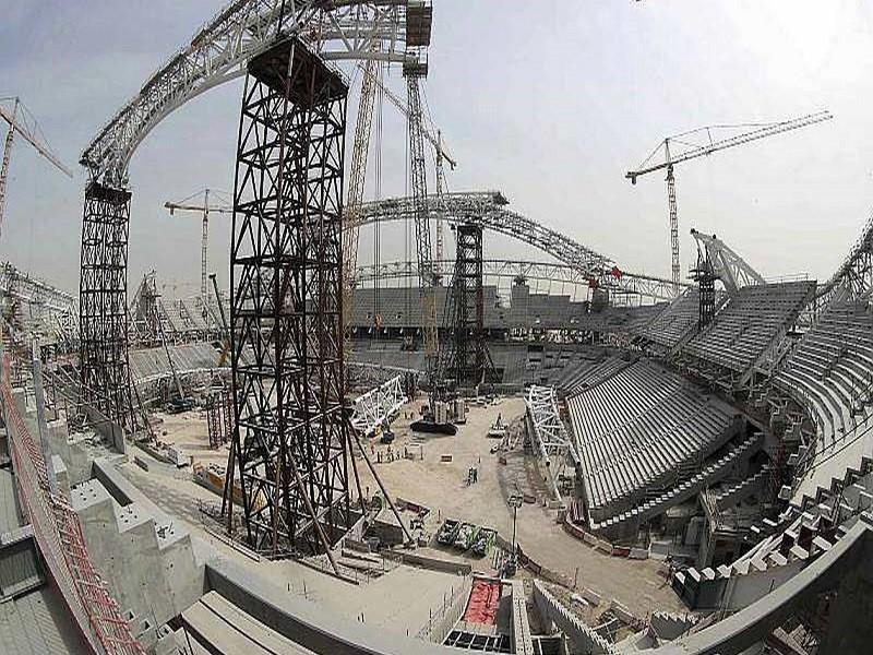 Coupe du Monde 2022 : 6 500 ouvriers seraient morts dans les chantiers au Qatar