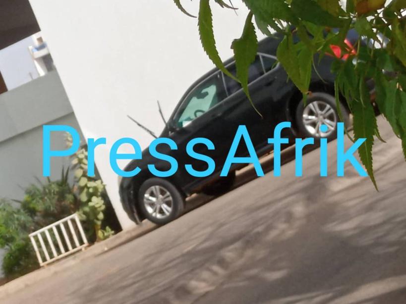 Adji Sarr quitte le Tribunal à bord d'un véhicule 4x4 vitres tintées, après une si longue audition
