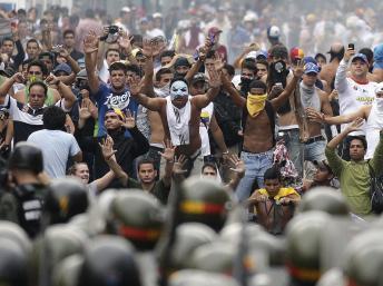 Des milliers de Vénézueliens sont descendus dans les rues de Caracas pour protester contre l'élection de Nicolas Maduro, le 15 avril 2013.