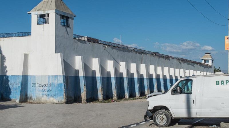 Haïti: le bilan de l'évasion de prison jeudi monte à 25 morts et 400 évadés