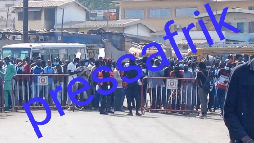 Tribunal de Dakar: les militants et sympathisants de sonko assiègent le tribunal