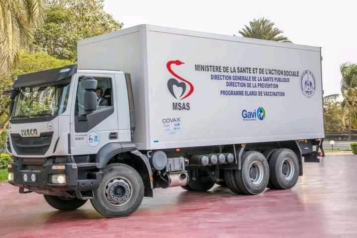 Initiative Covax : Macky Sall a réceptionné le premier lot de vaccins