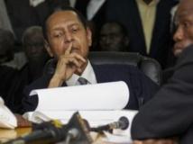 Jean-Claude Duvalier, le fils de «Papa doc», écoute l'énoncé des charges retenues contre lui au tribunal de Port-au-Prince, le 28 février 2013.