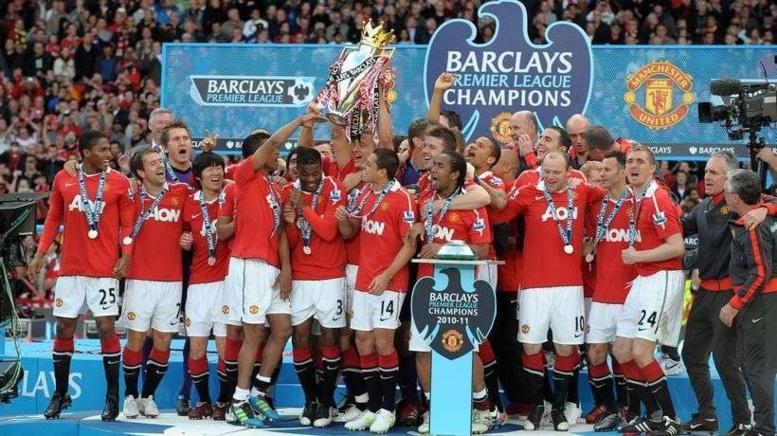 Manchester United fête son 20e titre de champion d'angleterre.