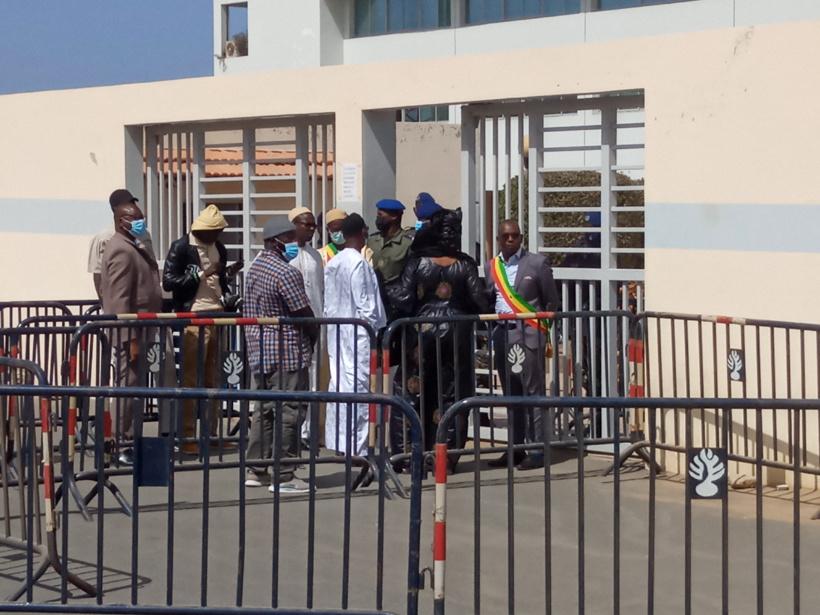 Tribunal de Dakar: les députés de l'opposition bloqués à la porte