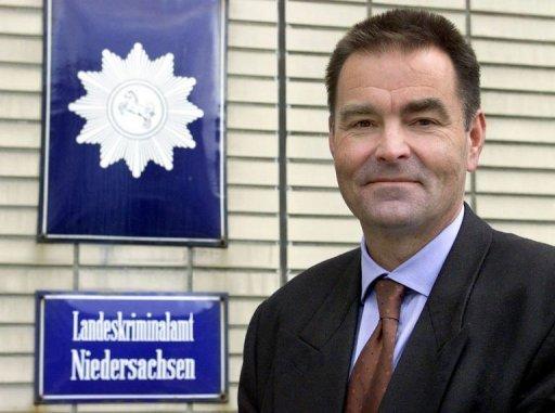 Allemagne: un homme abat un élu puis se suicide