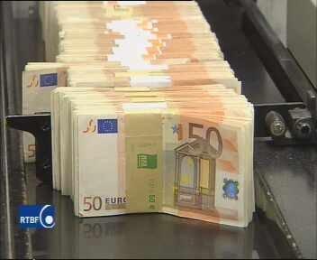 Belgique : une pluie de billets dans la rue d'un village