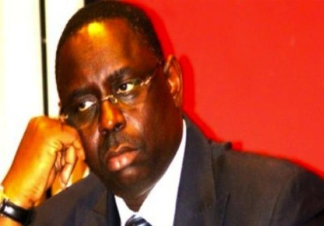 """Comment ses """"communicants"""" exposent le président Macky Sall ? selon Elisabeth Monteil, spécialiste en communication"""