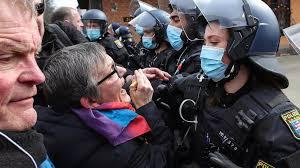 Covid-19 : les manifestations anti-confinement essaiment en Europe