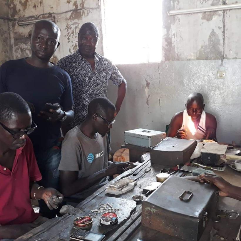 En manque criard de matière première, les bijoutiers sénégalais crient leur ras-le-bol
