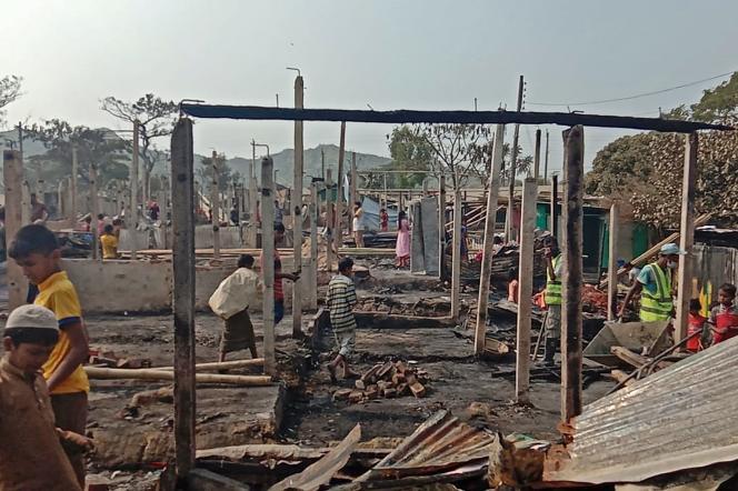 Au Bangladesh, un camp de réfugiés Rohingya dévasté par un incendie mortel