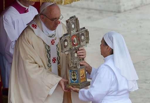 Vatican: Le pape François canonise les trois premiers saints de son pontificat