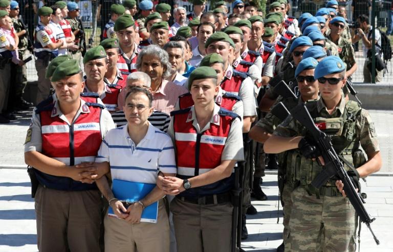 Turquie: quatre anciens militaires condamnés à la prison à vie