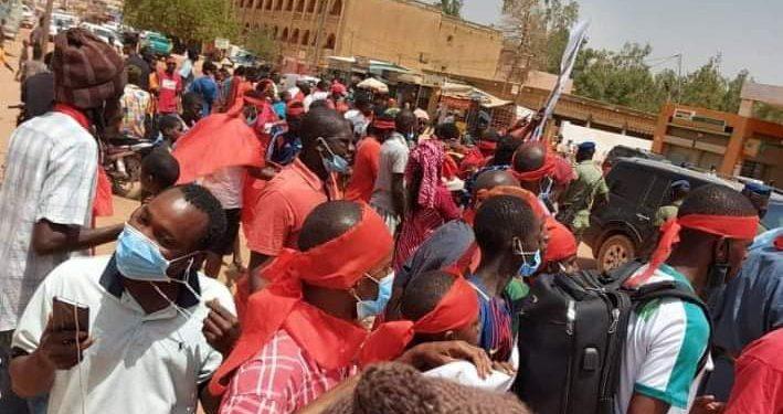 Les membres du collectif «Fouta-Tampi» aux portes de la capitale