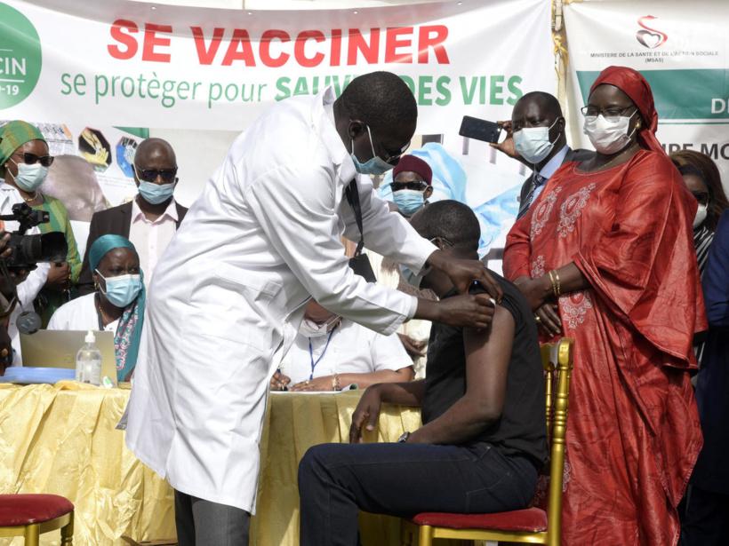 Effets secondaires indésirables AstraZeneca: 3 décès, 9 cas graves et 53 hospitalisations au Sénégal