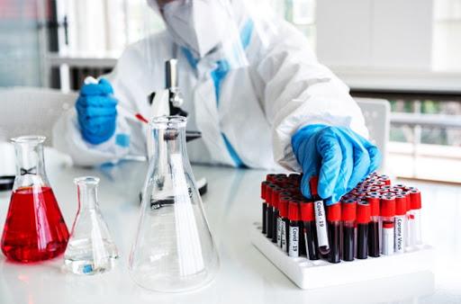 Covid-19 : nouveau record mondial du nombre de contaminations la semaine dernière (OMS)