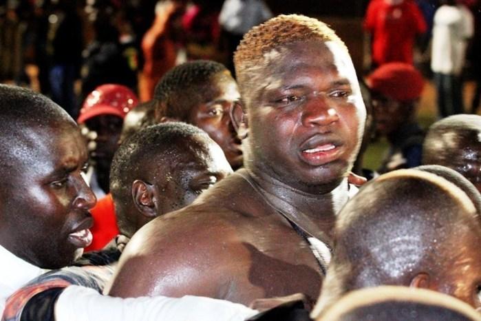 Lutte: des supporters de Tapha Tine assiègent le stade Demba Diop avec matelas et couvertures