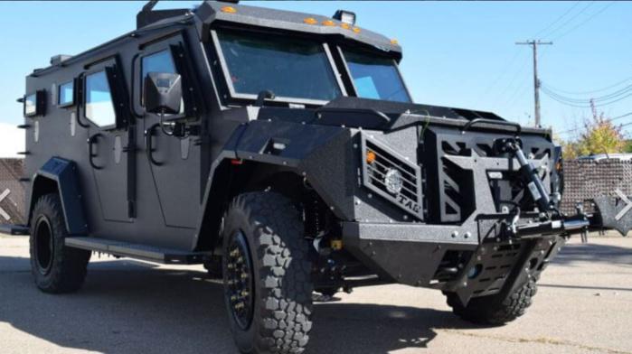 Des dizaines de véhicules blindés légers commandés par le ministère de l'Intérieur