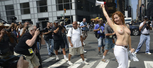 L'activiste pro topless Karen Heaven manifestait déjà en août dernier dans les rue de New York pour rappeler son droit à se balader seins nus.