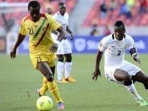 Le Malien Mahamadou Ndiaye (à gauche) jouant lors de la CAN 2013. AFP PHOTO / STEPHANE DE SAKUTIN