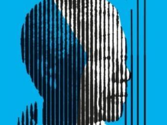 L'Affiche de «Nelson Mandela, de prisonnier à président» montre un dessin de la sculpture de Marco Cianfanelli, composée de 50 poteaux d'acier espacés, qui fut réalisée et installée en 2012 à l'endroit même où Mandela avait été arrêté 50 ans plus tôt. Apartheid Museum