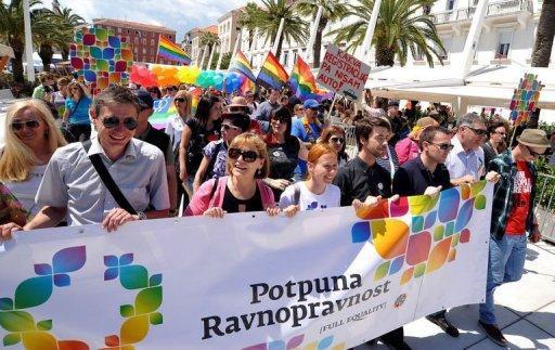 Mariage gay: le débat s'enflamme en Croatie la veille de son adhésion à l'UE
