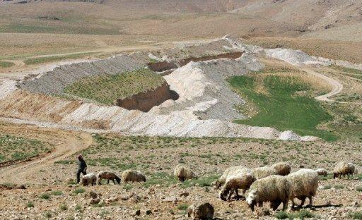 Syrie: raid aérien sur un village libanais pro-rebelles, des blessés