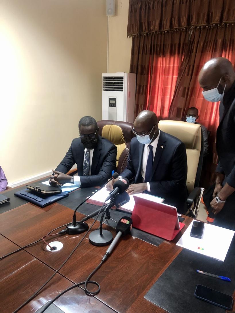 Convention avec Hélios Towers: le ministre Yankhoba Diattara attend une baisse des tarifs des opérateurs de téléphonie
