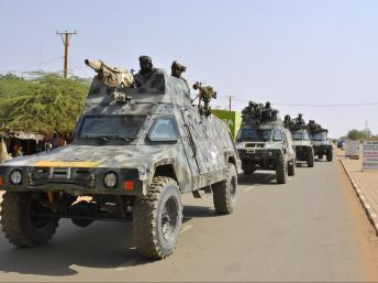 Le départ des colonnes blindées tchadiennes pour la frontière malienne, le 22 janvier 2013. Moussa Kaka/RFI