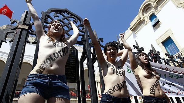 Les trois Femen condamnées à quatre mois de prison ferme