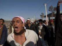 Des manifestants afghans scandent des slogans anti-américains à Kaboul, le 25 février 2012.