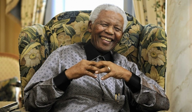 """Afrique du Sud: Mandela """"continue d'aller mieux"""", selon le président Zuma"""