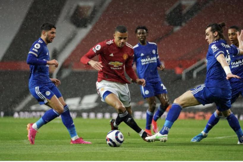 Manchester United chute contre Leicester et offre le titre à Manchester City