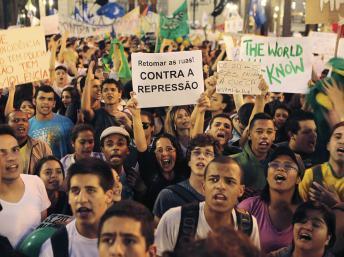 Brésil : la mobilisation se poursuit en dépit d'un premier pas de l'Etat