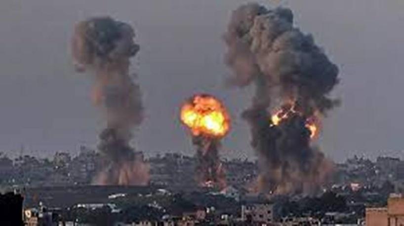 Israël intensifie ses raids à Gaza, nouvelles émeutes nocturnes