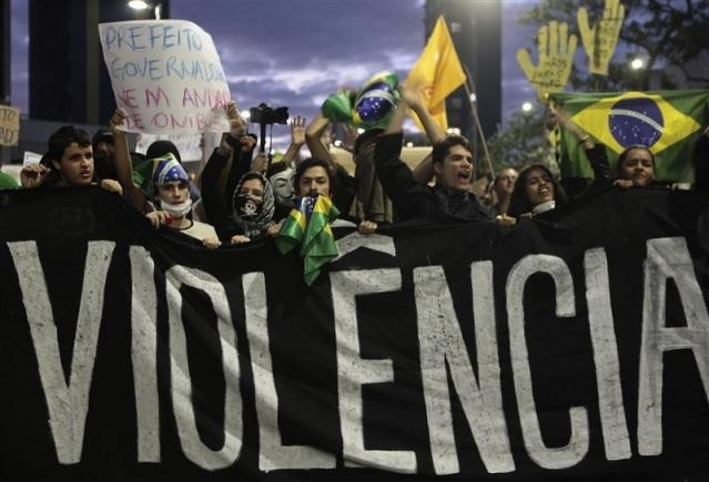 Brésil: près d'un million de manifestants dans le pays, 300000 à Rio