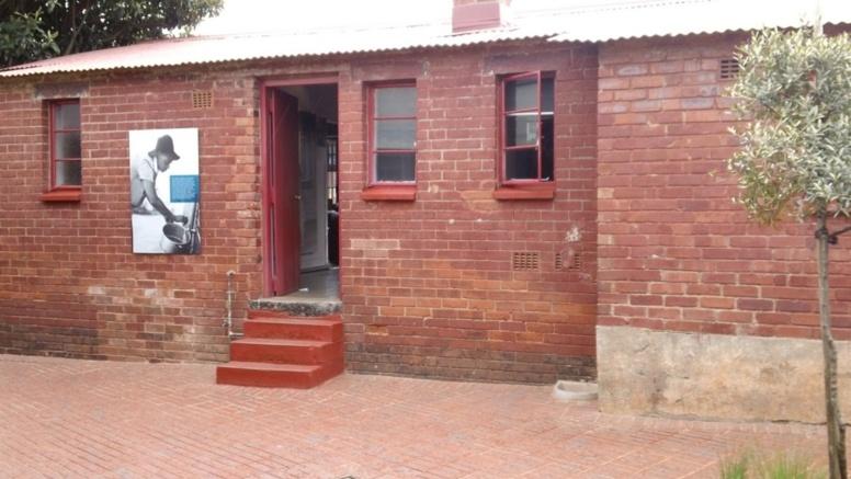 A la Mandela House, la résignation s'installe, des rumeurs disent Madiba déjà parti