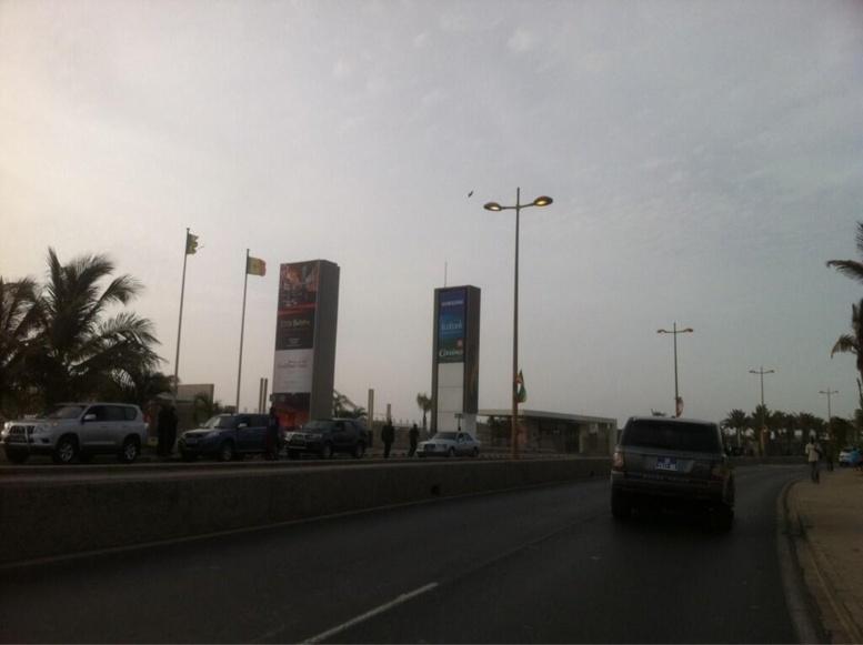 Direct arrivée Barack Obama à Dakar: Des sénégalais sur des passerelles pour voir l'atterrissage d'Air Force One