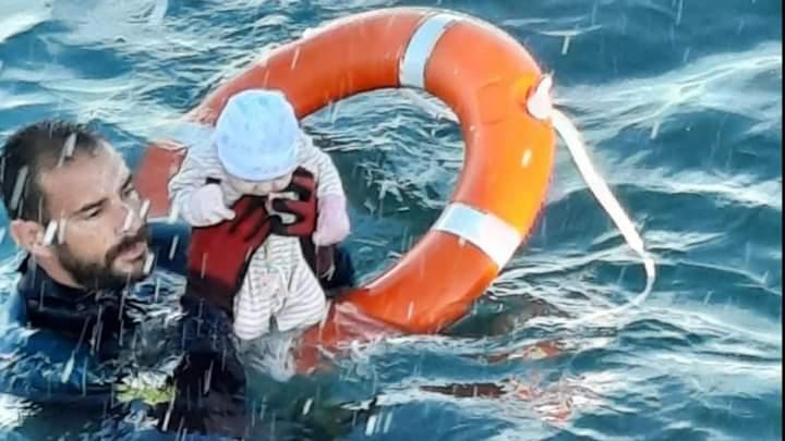 Migrants à Ceuta: L'histoire de la photo devenue le symbole d'un drame planétaire
