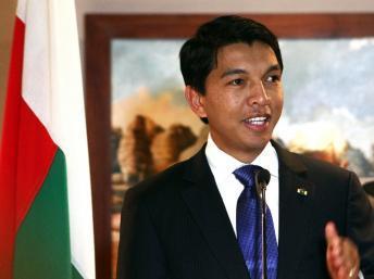 Le président de la Transition Andry Rajoelina a présidé pour la cinquième année consécutive, la fête nationale malgache. AFP PHOTO / ANDREEA CAMPEANU