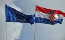 L'UE applaudit l'entrée de la Croatie, ouvre la porte à la Serbi